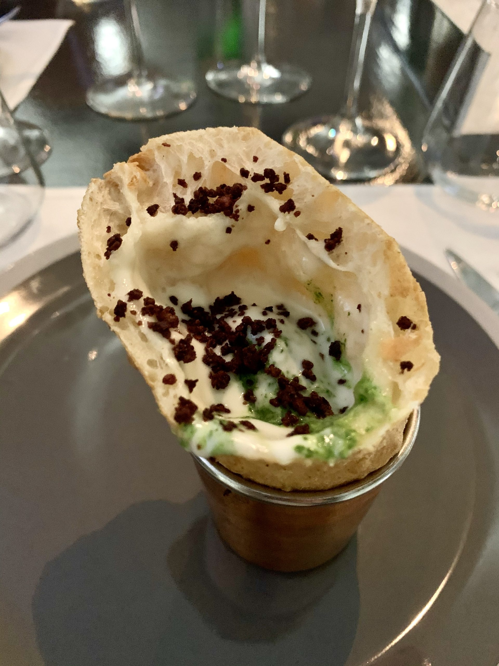 Ciro, mezzo calzone fritto con pesto di rucola e olive Caiazzane