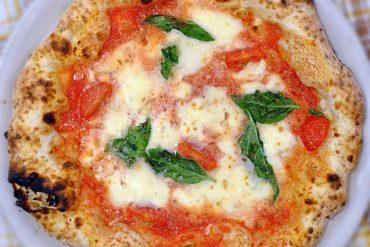 Margherita con Bufala dell'Hokkaido (Pizzeria Bella Napoli)
