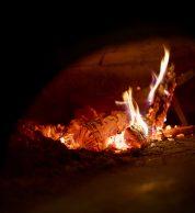 La fiamma del forno di Pizzeria Bella Napoli