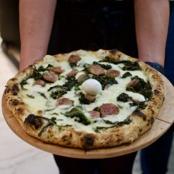 Salsiccia, provola e friarielli di Capuano's Pizzeria 7.0
