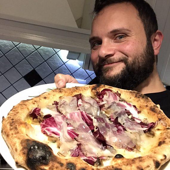 Rosario Salatiello e la sua pizza fatta in casa