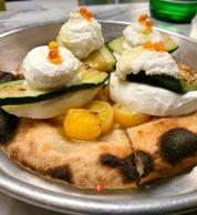 Pizza con zucchine, ricotta di bufala, pomodorini gialli, caviale di peperoncino (Dirty Gym Pizza)