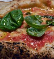 Il ripieno ricotta, pepe e mozzarella de L'Antica Pizzeria da Michele Milano