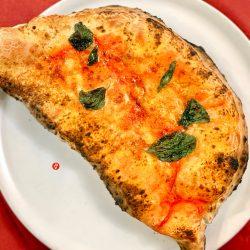 Ripieno con ricotta, mozzarella e pepe (Pizzeria De Stefano)