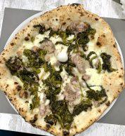 Salsiccia e friarielli (Pizzeria La Traversa Fuorigrotta)