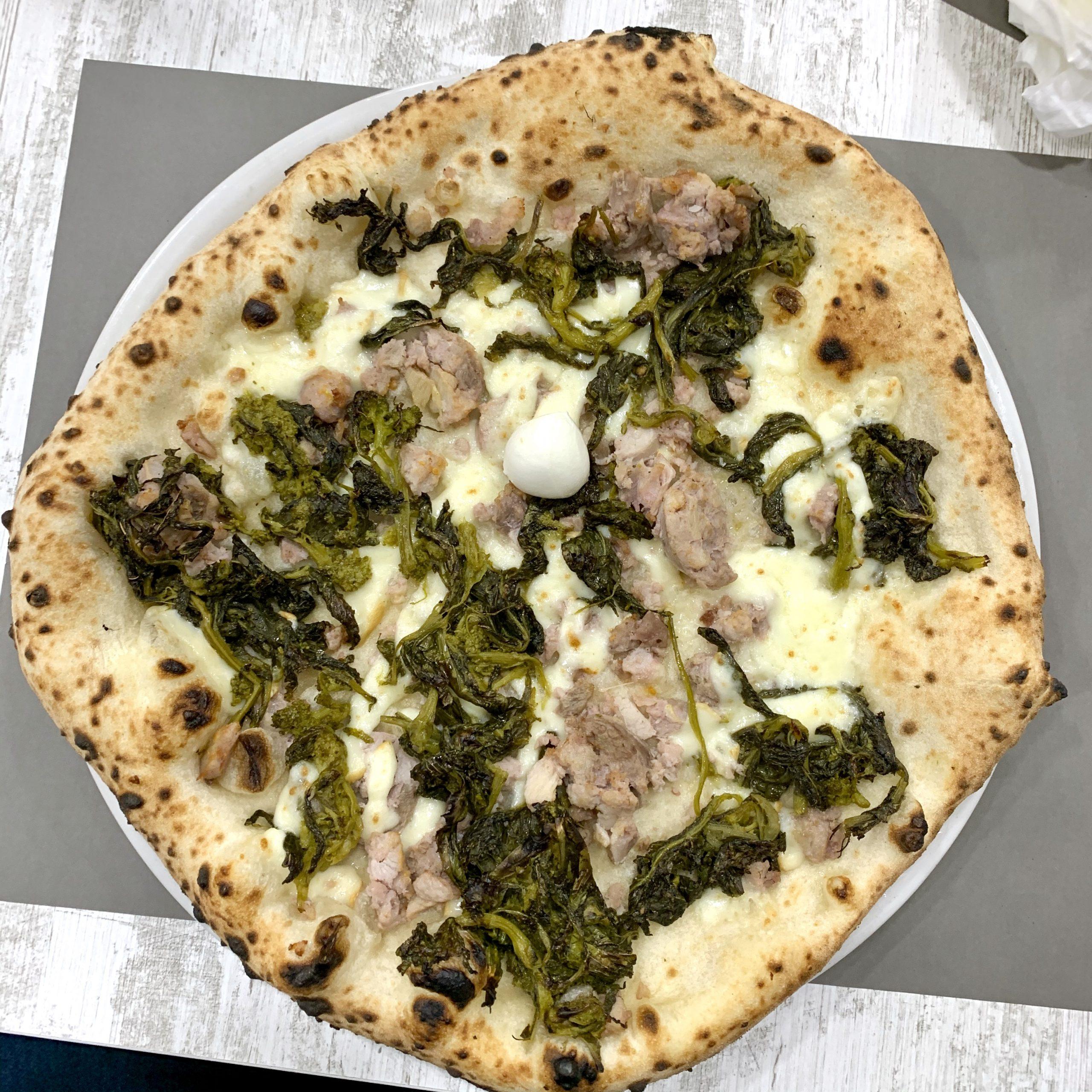 サルシッチャ・エ・フリアリエッリ(Pizzeria La Traversa Fuorigrotta