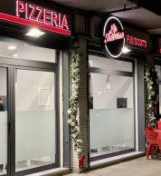 L'ingresso (Pizzeria La Traversa Fuorigrotta)