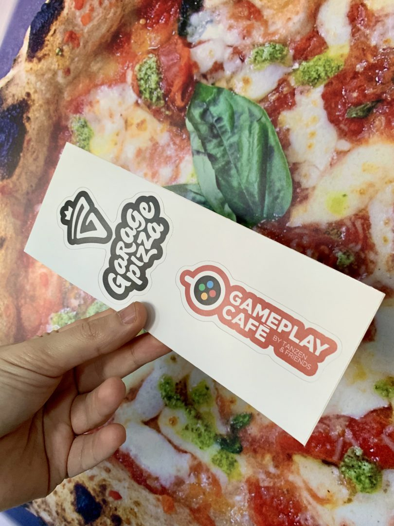 Sticker Garage Pizza e Gameplay Café