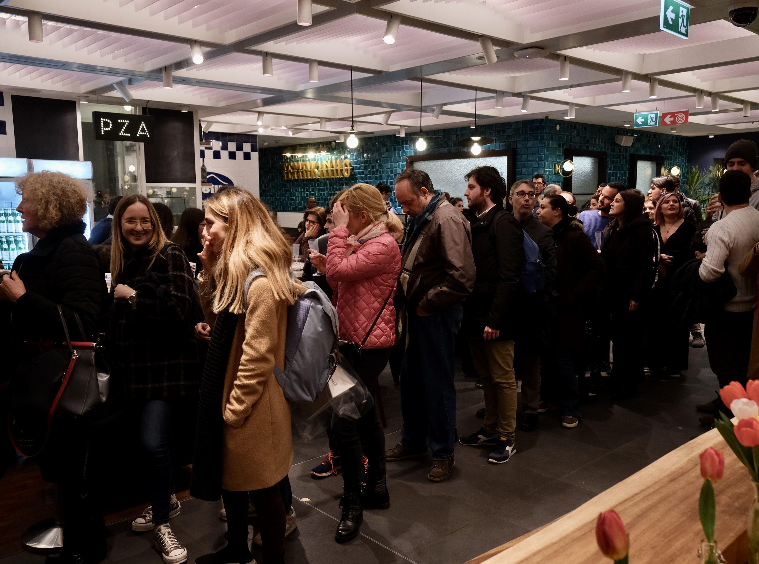 In fila per l'apertura ufficiale (Gino Sorbillo Pizza Gourmand Roma)