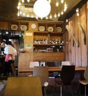 Interno della pizzeria i-rottah a Tokyo