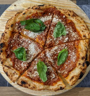 DeLuxe Pizzeria