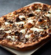 Pizza con tartufo (Obicà Mozzarella Bar Takanawa)