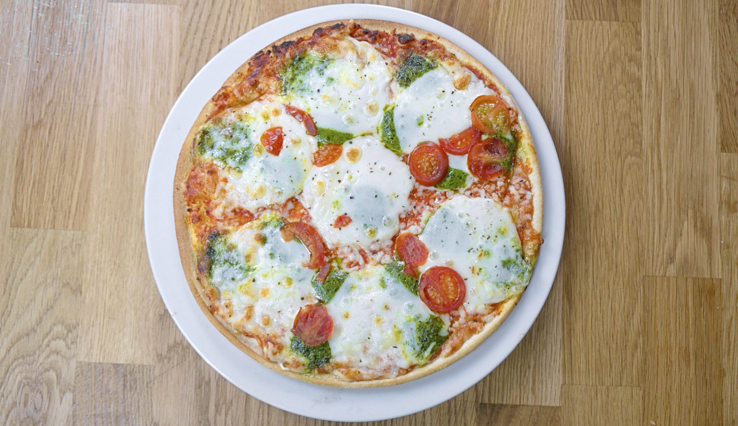 Ristorante Pizza al Pesto Sfizioso, Cameo