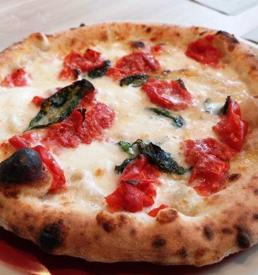 Margherita con pomodorini (Pizzaria la Valle di Tokyo)