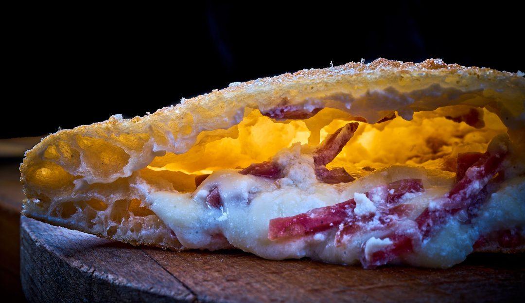 Pizza fritta con salame napoletano, provola e ricotta, by Enzo Coccia