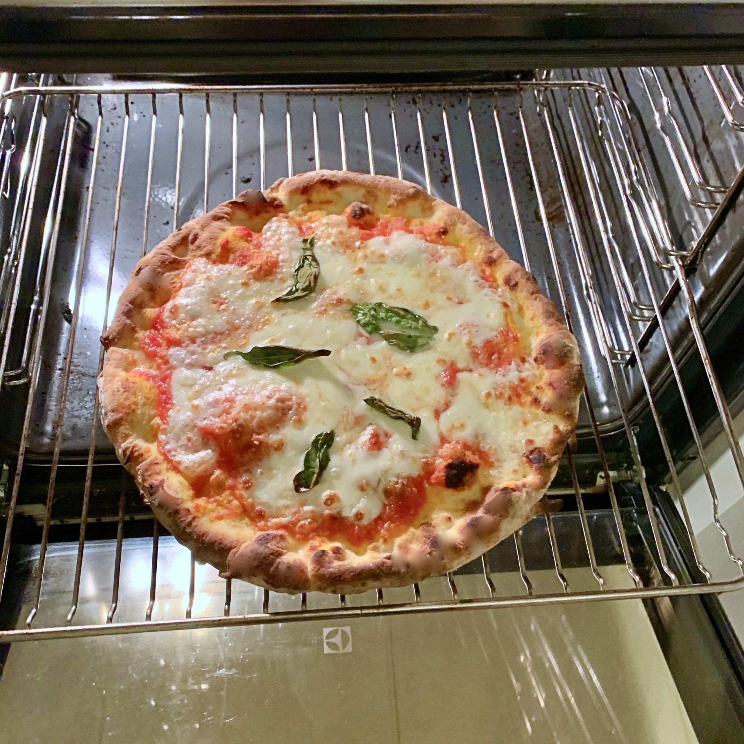 pizza precotta ultimata nel forno di casa