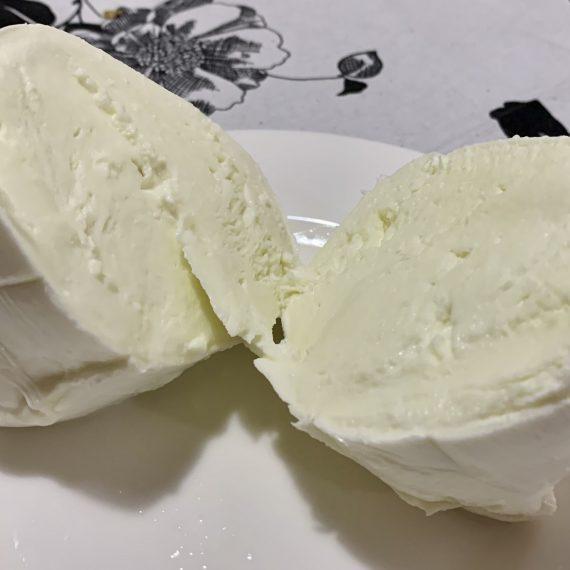 Mozzarella di Bufala Campana: storia e proprietà nutrizionali