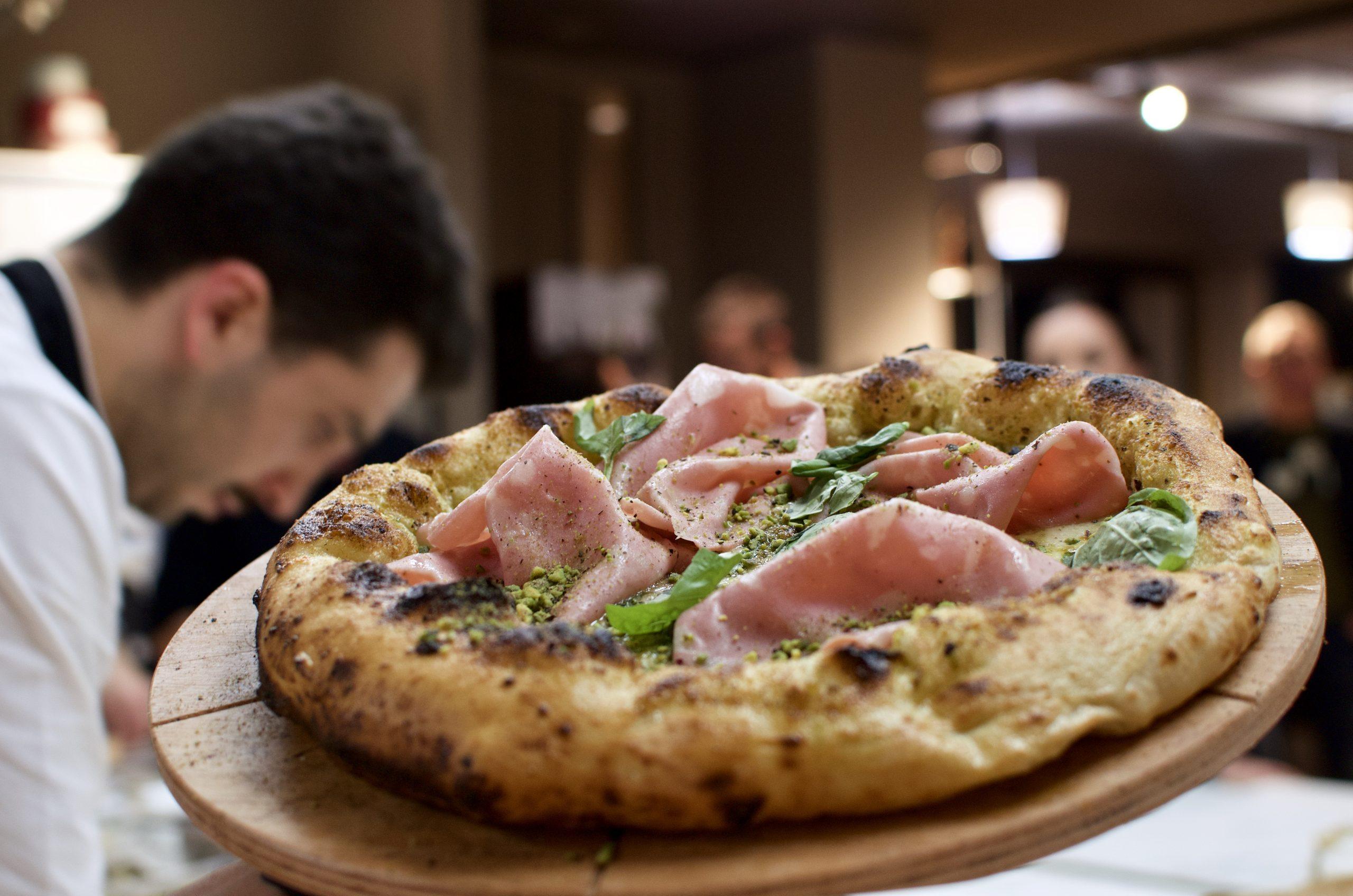 Pistacchio e mortadella (Pizzeria Assaje, Isola M5, Milano)