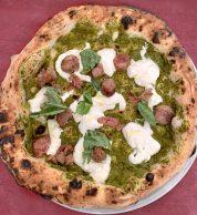 Crema di broccoli, salsiccia, stracciatella (Margherì, Mondragone, Caserta)