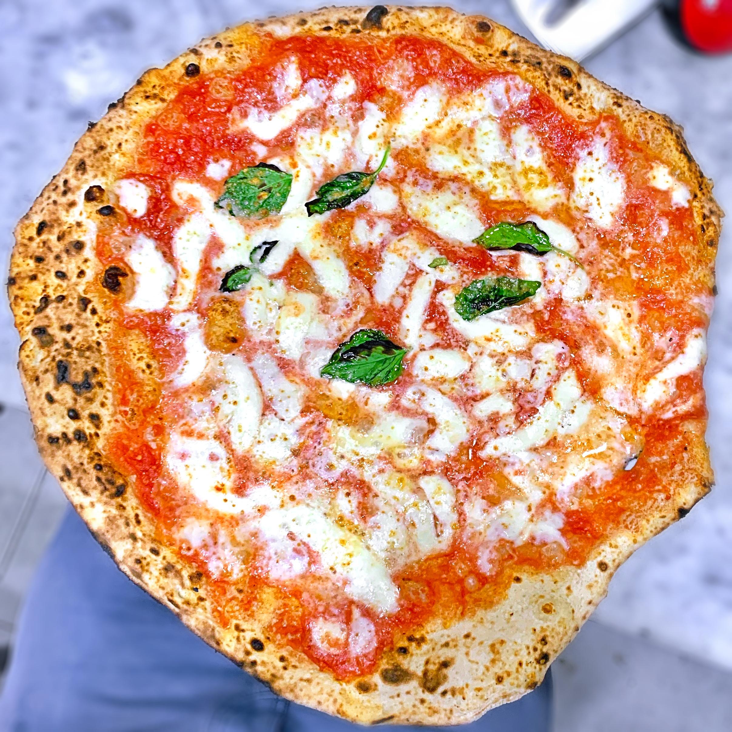 Margherita (L'Antica Pizzeria Da Michele, San Lorenzo, Napoli)