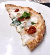 Pizza Gourmet bianca (Pizzeria La Notizia 94, Fuorigrotta, Napoli)