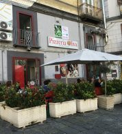 Esterno (Pizzeria Da Oliva - Carla e Salvatore, Stella, Napoli)