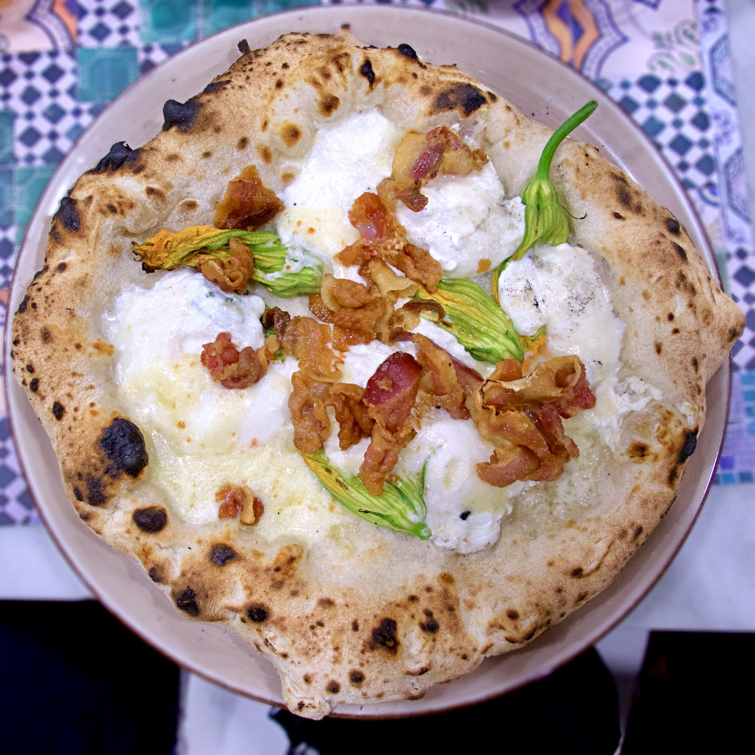 Pancetta e fiori di zucca (Pizzeria Assaje, Isola M5, Milano)