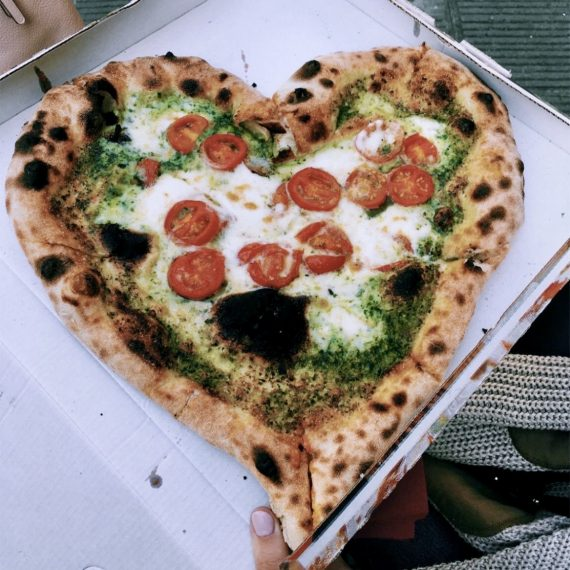 Pizza a forma di cuore per la salute del cuore