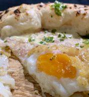 Dettaglio spicchio uovo (Pizzeria Da Lioniello, Succivo, Caserta)