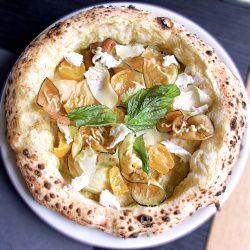 Pizza con fichi (Pizzeria Da Lioniello, Succivo, Caserta)