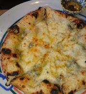 Pizza quattro formaggi (Pizzeria Vento e Mare, Niigata)