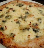 Pizza quattro formaggi (Pizzeria Da Yuki, Kyoto)