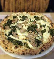 Salsiccia e friarielli (Pizzeria Concettina ai Tre Santi, Stella, Napoli)