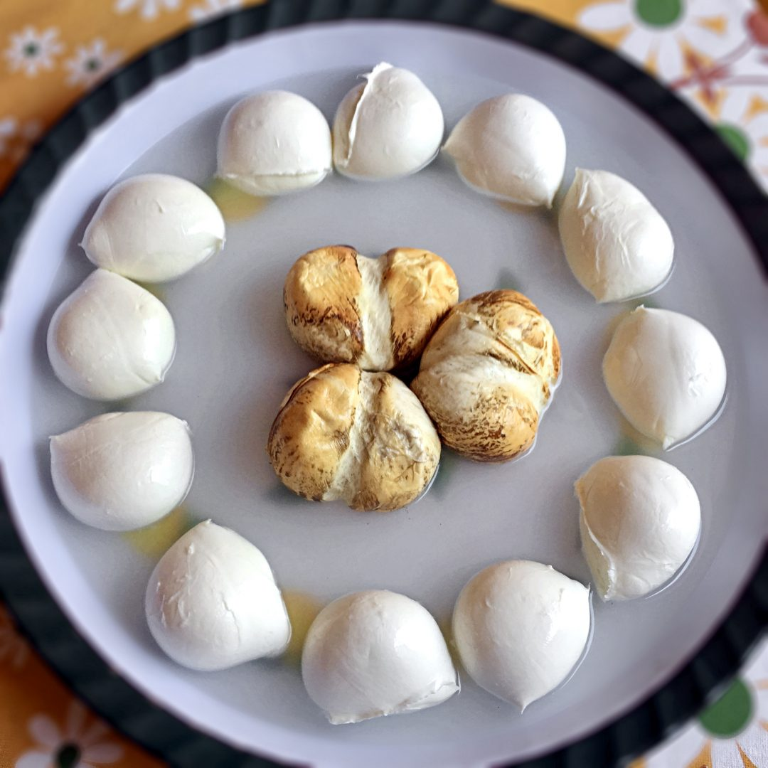 Mozzarella di Bufala Campana DOP e provola