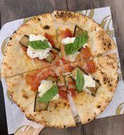 Pizza con melanzana grigliata (10 Diego Vitagliano, Bagnoli, Napoli)