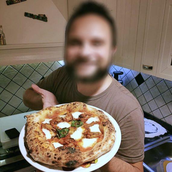 Intervista al pizzaiolo che ha una patologia: non fa sacrifici e non posta sui Social