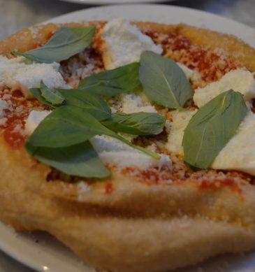 Pizza con bufala (Pizzeria Sacro Cuore, Brent, Londra)