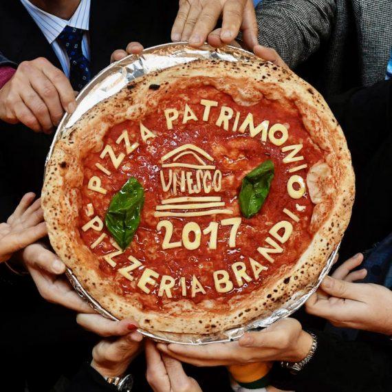 """UNESCO: """"Revochiamo il titolo di patrimonio dell'umanità alla pizza napoletana"""""""