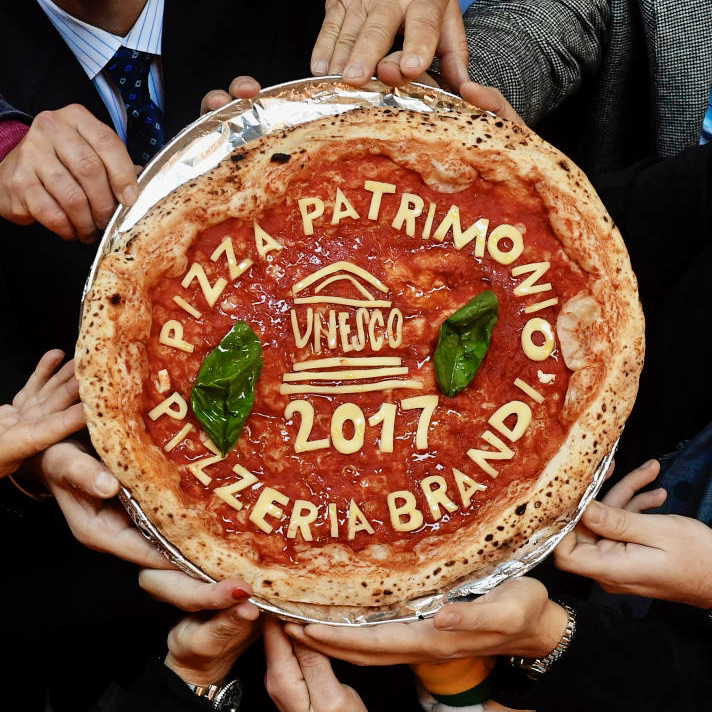 Ricetta Pizza Unesco.Unesco Revochiamo Il Titolo Di Patrimonio Dell Umanita Alla Pizza Napoletana Garage Pizza