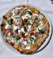 Pizza deliziosa (Pizzeria La Taverna dei Corsari, Montopoli di Sabina, Rieti)