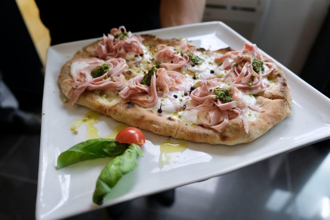 Pizza mortadella e pistacchio (Pizzeria Nama Sushi Pizza & Bollicine, Chianciano Terme)
