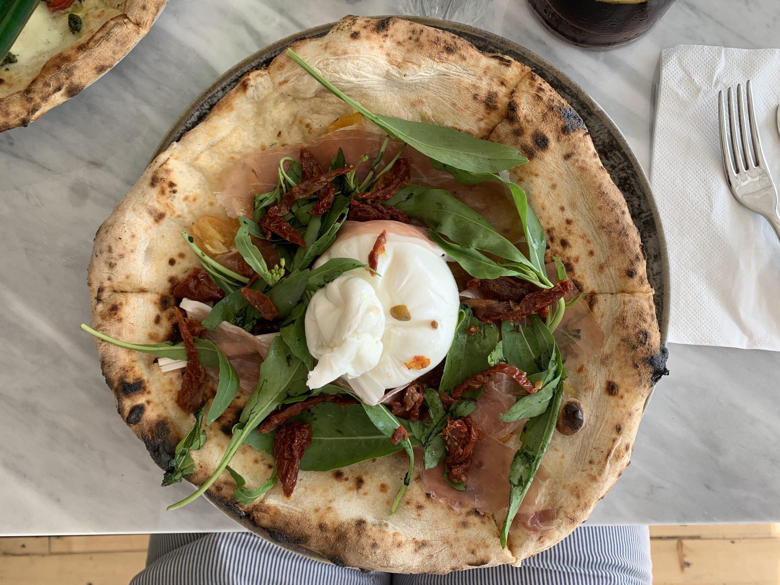 Pizza con datterini gialli (Pizzeria Pisani, Pozzuoli)