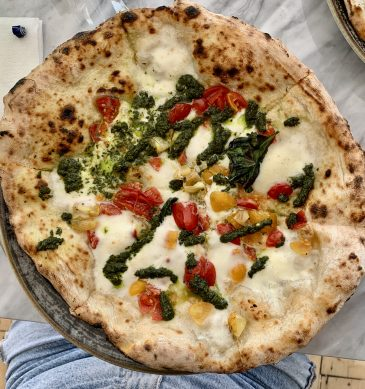 Pizza con pesto (Pizzeria Pisani, Pozzuoli)