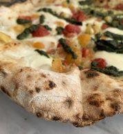 Pizza con pesto 2 (Pizzeria Pisani, Pozzuoli)