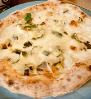Pizza formaggi (Banco del vino, Bologna)