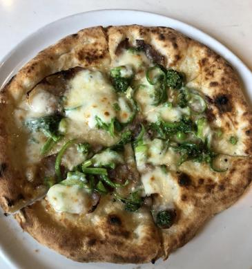 Pizza friarielli (Trattoria Campania, Kagoshima)